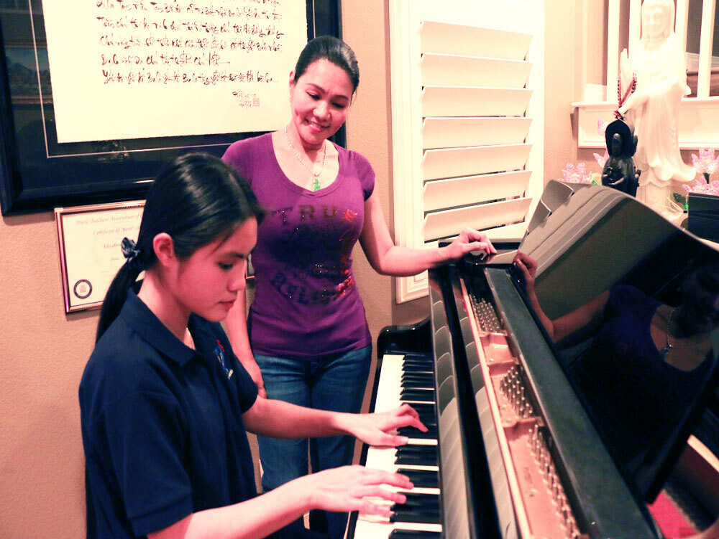Bé Hà Tiên có niềm đam mê với đàn piano từ nhỏ.